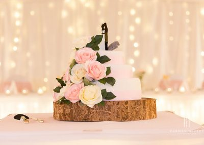 Peter and Emma in Cootamundra wedding cake